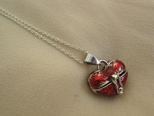 Heart wish box necklace - This 'wish-box' on a sterling silver necklace is intended to carry your small message of love inside