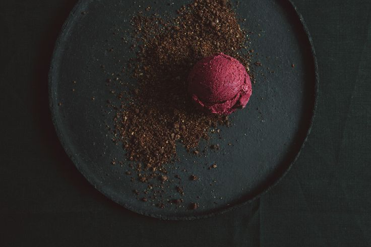 BEETROOT ICE & chocolate earth crumble made with Almonds, hazelnuts, cocoa powder plus some other goodies. Recipes for both are found at http://www.kraut-kopf.de/rote-beete-eis/