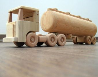 Daphne el camión un juguete de madera con cama por TrickTruck
