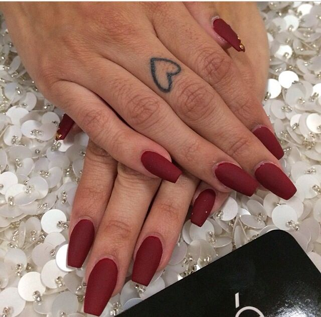 Red matte nail #laquenailbar