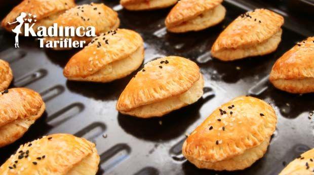Mayasız Peynirli Poğaça Tarifi nasıl yapılır? Mayasız Peynirli Poğaça Tarifi'nin malzemeleri, resimli anlatımı ve yapılışı için tıklayın. Yazar: AyseTuzak
