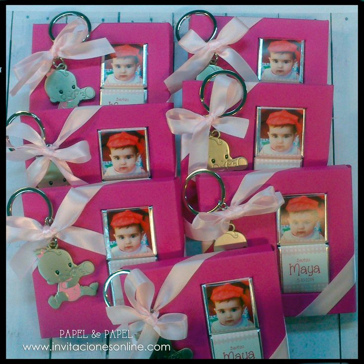 Llavero niña y cajita con chocolatinas personalizadas con foto Detalles de Bautizos, niños, nenes detalles para invitados