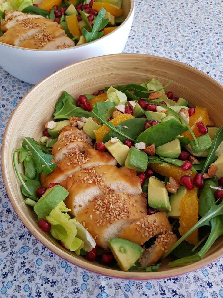 Salade sucrée salée au poulet grillé, avocat, orange & grenade