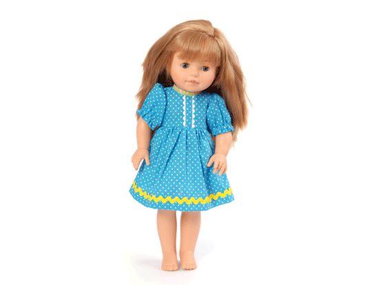 Storasyster Saga är en klassisk blunddocka med långt, blont hår och blå ögon. Hon har hård kropp och är den perfekta dockan för lite större barn. Hennes runda