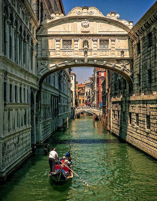 Bridge of Sighs, Venice, Italy (by David Ruiz Luna)