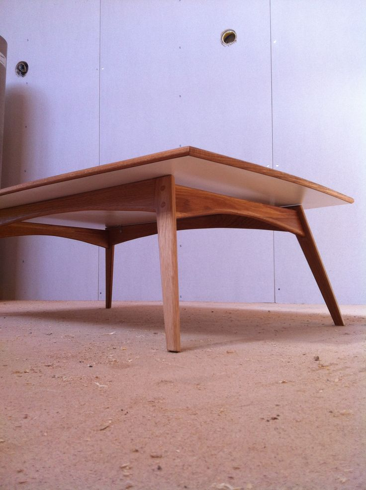 Soffbord i massiv oljad ek med vit laminat. Coffe table in solid oak with wite laminate
