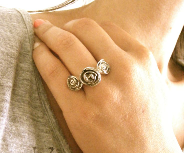 TRIPLE ROSE SILVER RING, VALENTINE'S DAY | Felt