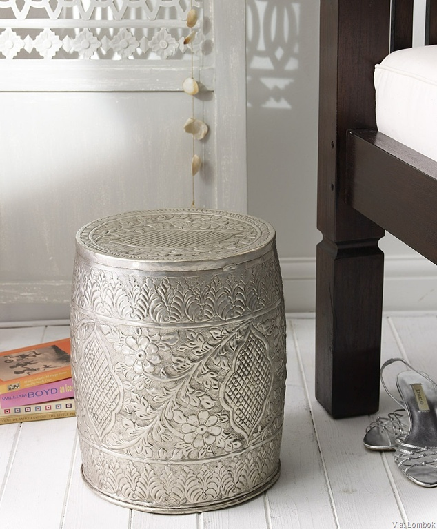 Metal Garden Stool. This is beautiful.Moroccan Gardens Stools, Brass Frette, Metals Stools, Living Room, Frette Stools, Metals Gardens, Frette Tables, Stools Sid Tables, Silver Stools