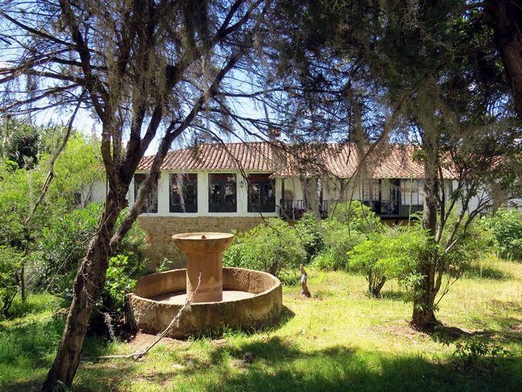 13. Muchas casas de Villa De Leyva tienen una fuente de agua en el patio