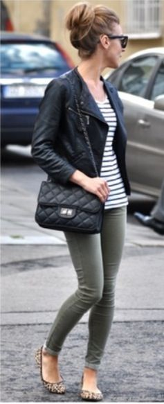 This outfit is great - with red lip and curls #style #blackandwhitestripes