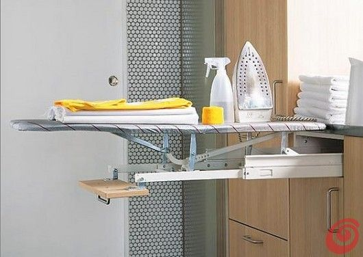 Un idea pratica per l asse da stiro per una lavanderia arredata
