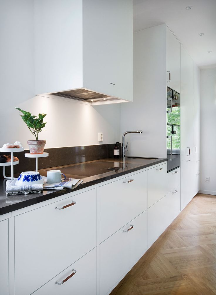 Köksinspiration - Vitt slätt kök – Bistro
