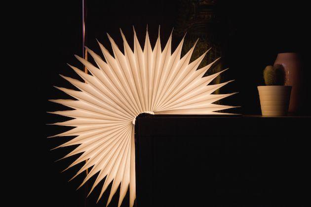 Interview de Max Gunawan designer lampe Lumio livre lumineux design