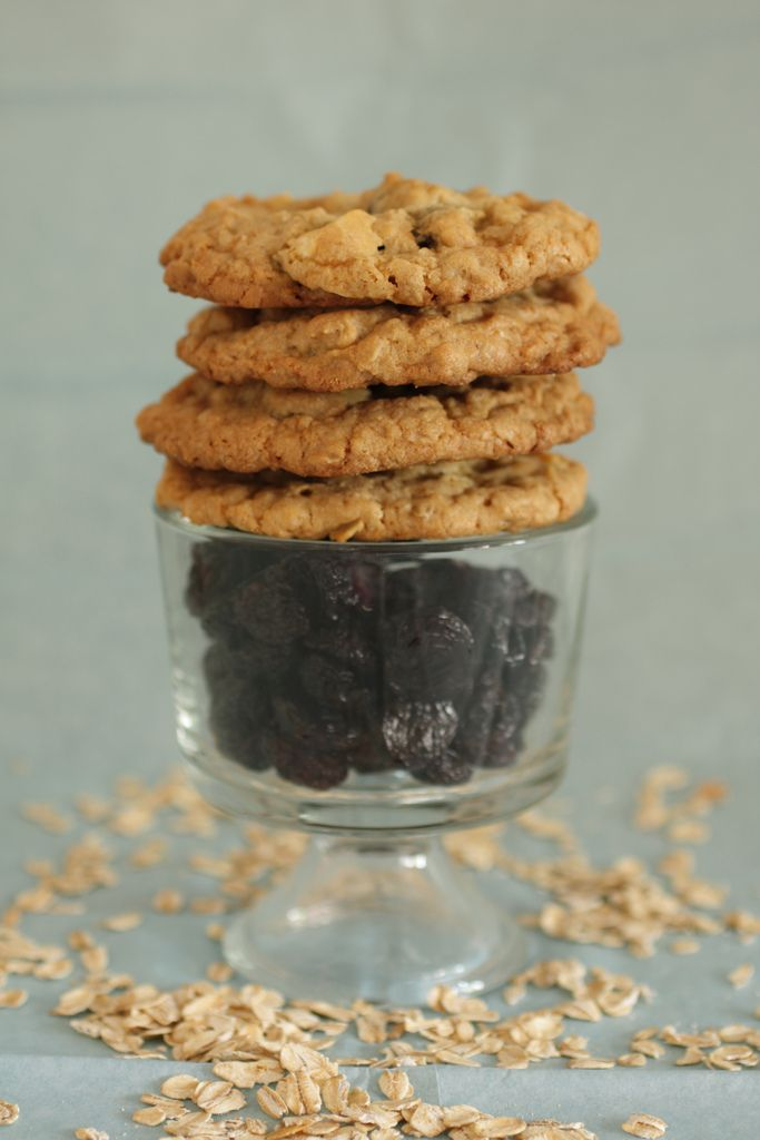 Cherry White Chocolate Oatmeal Cookies | Cookies to Munch | Pinterest