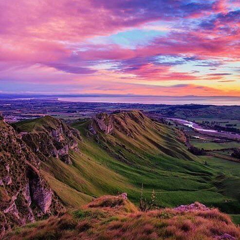 Hawke's Bay sure does know how to put on a sunrise! Repost @josbuurmans ✨✨