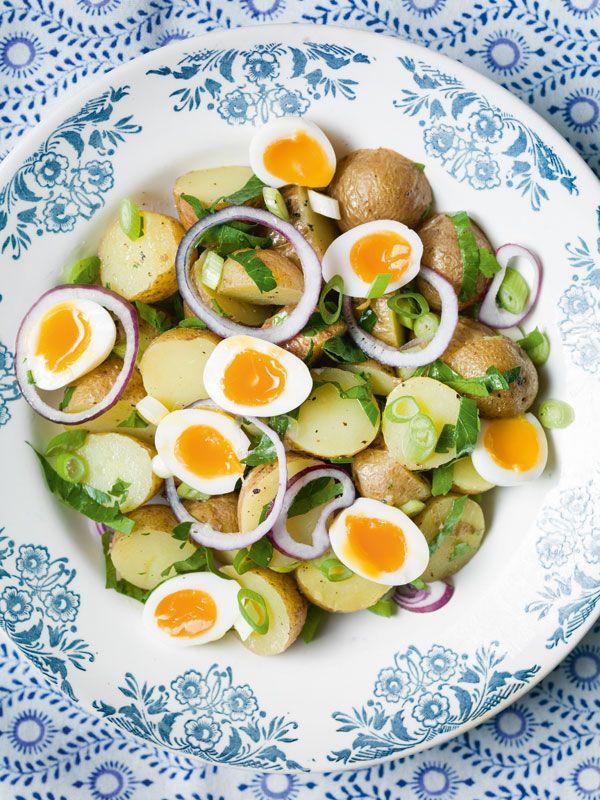 Nieuwe aardappeltjessalade met kwartelei