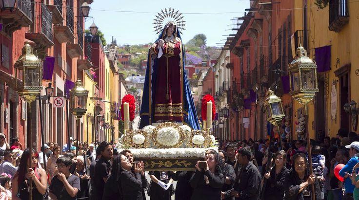 Solo en San Miguel de Allende podemos disfrutar y conocer más acerca de la celebración sobre la Semana Santa, ya que los días más representativos son Viernes de Dolores, Domingo de Ramos, Jueves y Viernes Santo y como último el Sábado de Gloria.