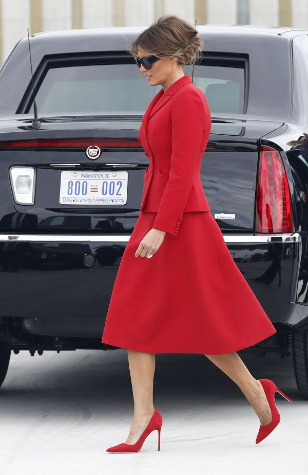 First Lady in Florida - Melania Trump begleitet ihren Ehemann nicht nach Davos. Offizielle Begründung der Last-Minute-Absage: «terminliche und logistische Probleme». Am Donnerstag ist sie stattdessen nach West Palm Beach, Florida, geflogen. Was die First Lady in Florida macht, beantwortete das Weisse Haus gegenüberCNNnicht. In West Palm Beach ist unter anderem das Mar-a-Lago, ein riesiges Domizil in Besitz von Donald Trump. Melania Trump war in den letzten Tagen mit Gerüchten über Affären…