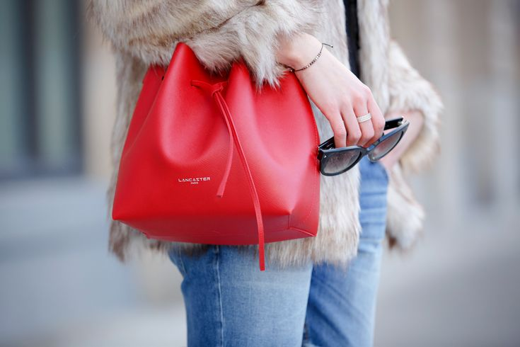Cats and Dogs Blog's bucket bag. #pur #bucketbag #bag #red #leather #sunglasses #fur #lancasterparis #lancaster (Pic by Cats & Dogs Blog)