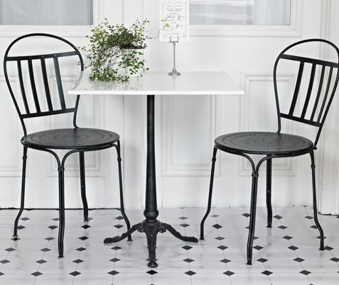 Cafe Table And Chairs That Would Look Great In My Cupcake Shop.