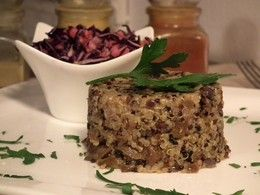 Quinoa rizoto s dubákmi a kapustovým šalátom