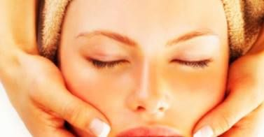 Para mantener la piel del área facial en condiciones saludables de tersura, elasticidad y firmeza http://cienporcientomujer.co/salud-es-belleza-cuidado-de-la-piel/