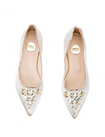 Beige satin Crystal-embellished pointy ballet flats #Bridal #Wedding | Fratelli Karida