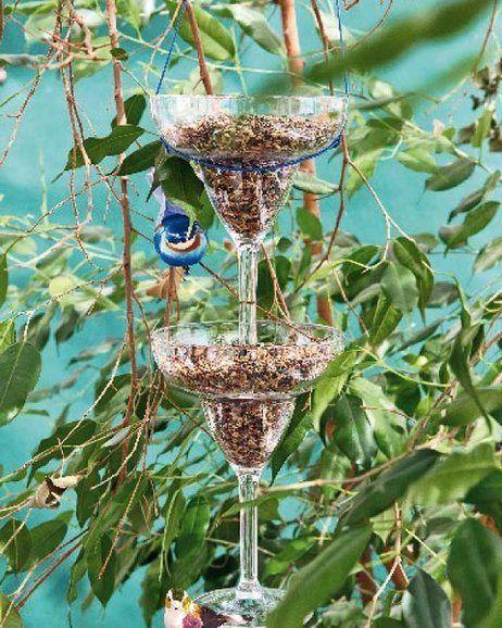 Crea un dispensador de comida para pájaros http://ideasparadecoracion.com/crea-un-dispensador-de-comida-para-pajaros/
