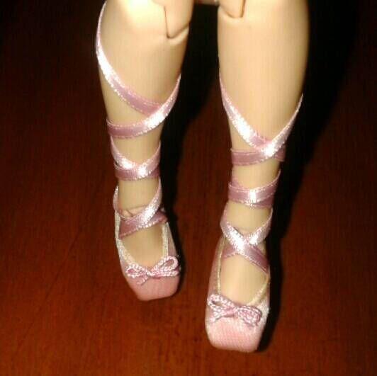 Mira este artículo en mi tienda de Etsy: https://www.etsy.com/es/listing/528247489/blythe-zapatillas-de-ballet-28cm-hecho-a