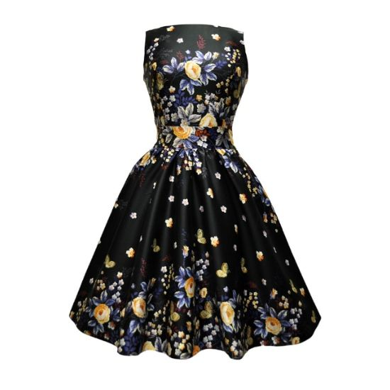 """Lady V London Winter Butterfly Tea Šaty ve stylu 50. let. Naprosto jedinečné šaty, které prostě musíte mít! Nádherný vzor květin a motýlů na černém podkladě z vás vykouzlí královnu noci při tanci či jiné společenské události. Příjemný pružný materiál (97% bavlna, 3% elastan), pohodlný střih s lodičkovým výstřihem, vzadu lehce vykrojené se zapínáním na zip a vázačkou zajistí skvělé přilnutí k vaší postavě.  Pro dokonalý a bohatý vzhled sukně doporučujeme doladit spodničkou v kratší délce 23""""…"""