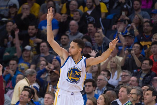 WATCH: Stephen Curry nails three from Pistons logo | Yardbarker.com