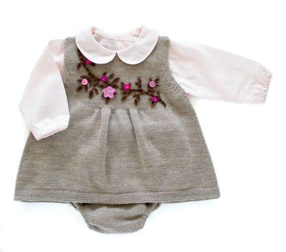 hecho punto del bebé conjunto de vestido y cubierta por tenderblue
