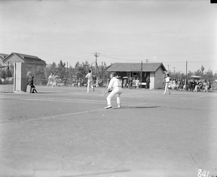 Title : Tennis match at Kingston Courts, Eastlake Date : 1921 Primary subject : Not Assigned Secondary subject : Not Assigned Image no. : A3560, 841 Barcode : 3115718 Location : Canberra Find other items in this series : A3560 Series accession number : A3560