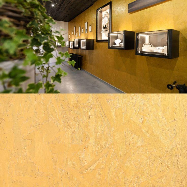 OSB teinté couleur or! Mélanger originalité et écologis! Réalisé avec des hydrocires sans COV!  Retrouvez les au sein de notre show-room! #idéesdéco #osb #décoration #bois #déco #ageka #batimieu