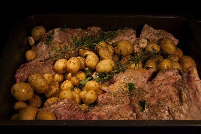 Αρνάκι φούρνου με πατάτες