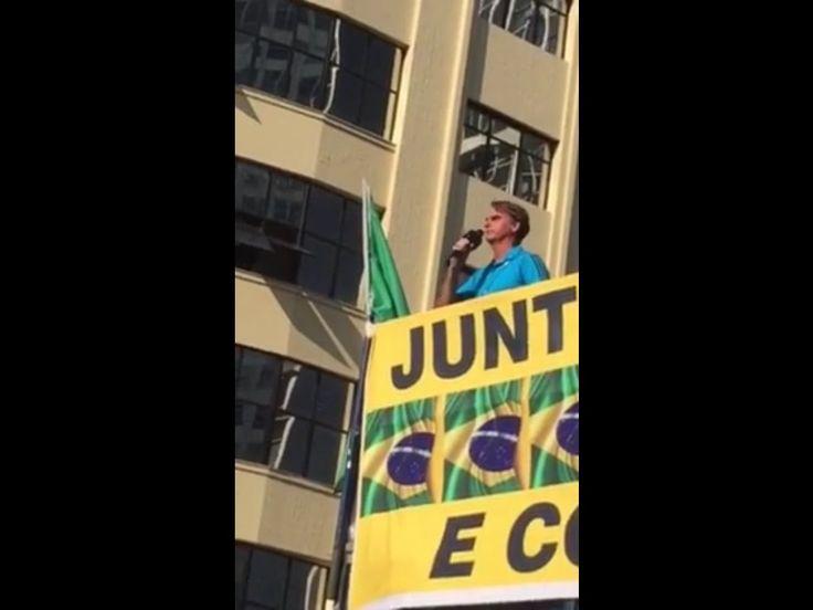 Bolsonaro discursa para multidão na manifestação em SP , e é aplaudido