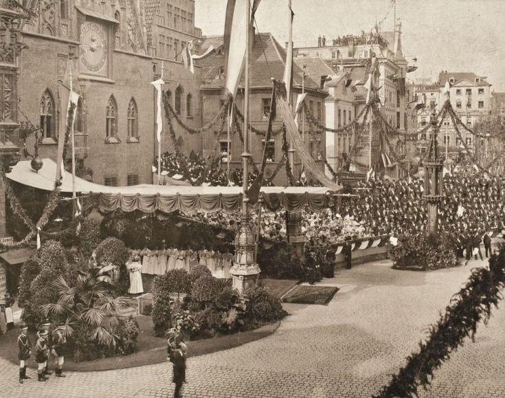 Wizyta cara Mikołaja II i jego żony, goszczonych we Wrocławiu w 1896 roku przez cesarza Niemiec Wilhelma II    Cały tekst: http://wroclaw.wyborcza.pl/wroclaw/5,35762,16955292.html?i=4#ixzz4jcLfSjN4