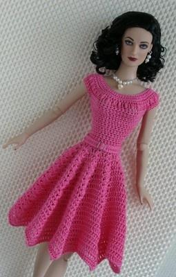 Vestidinho rosa para bonecas Barbie