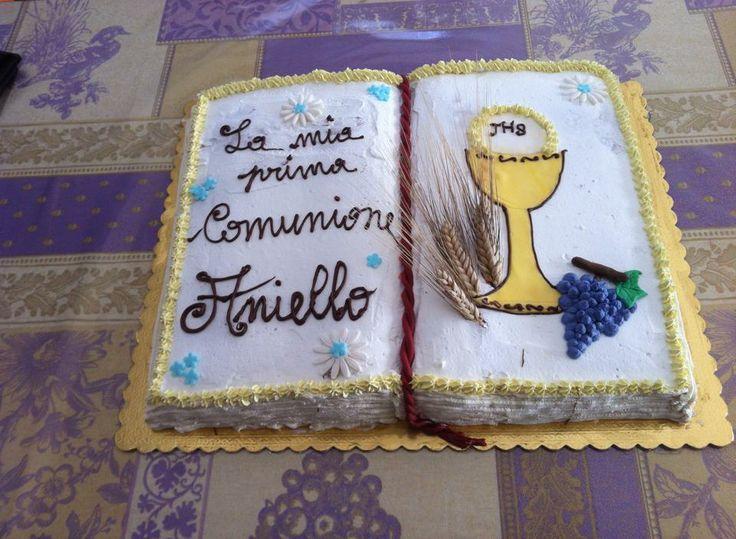 Torta Libro Comunione Decorata Con Panna Calice Uva E