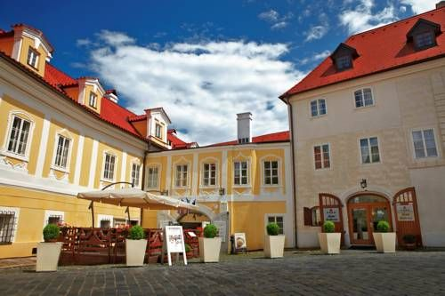 Hotel Bellevue Cesky Krumlov (Latrán 77) Hotel Bellevue is situated in a car-free zone of Český Krumlov's historic centre and just a 2-minute walk from Krumlov Castle. This 16th-century building offers rooms with free Wi-Fi. #bestworldhotels #hotel #hotels #travel #cz #ceskykrumlov