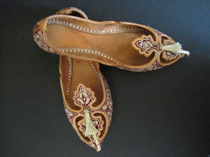 Persian slippers -leather handmade shoes in auction for Eileen, minimum 60€  https://www.facebook.com/photo.php?fbid=581508465211847=a.206983175997713.61509.202706083092089=1