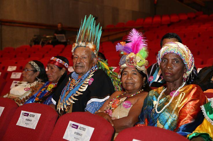 Ganadores de premios a la dedicación del enriquecimiento cultura ancestral de los pueblos indígenas de Colombia y de la cultura ancestral de las comunidades negras, raizales, palenqueras y afrocolombianas. Crédito Edward Lora @edwardloram