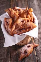 Bugnes une recette traditionnelle du Mardi gras et du carnaval, un délice très simple