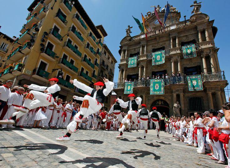 Esta semana se celebran en #Pamplona los #Sanfermines en honor a #SanFermín. Ya tienes #hotel? #sanferminak http://www.reservarhotel.com/espana/hoteles-en-pamplona-1/ #reservarhotel #7dejulio #navarra