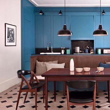 Une cuisine bleue structurée