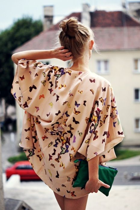 Kimono robe with butterfly pattern <3