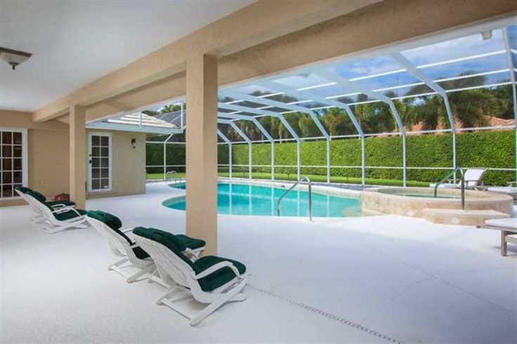 Gorgeous 3 Bedroom Pool Home With Loads Of Upgrades This Den
