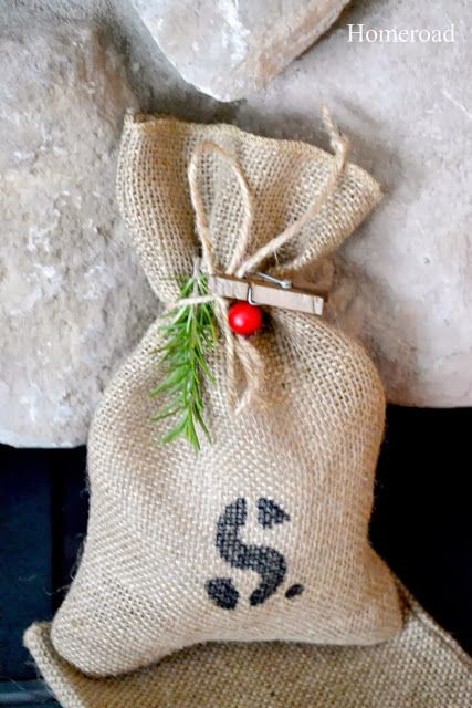 Best 25 burlap gift bags ideas on pinterest diy bags Burlap bag decorating ideas