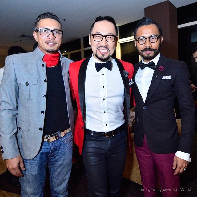 Bersama sedagher @adp_adiputra dan teman baik Datuk Dr Kelvin Tan DK @kelvintanap di malam tayangan filem terbaru suhan movies #IsyaratCinta ❤️ photo by @firmanmohtar #TakPanaske #AkuYangPakaikoYangPanas #KodahKenapa #TeamWak #WakDoyok #LegasiWakDoyok #WDProject #WDLifeStyle #WakDoyokFC #BeardedGentlemen #Sedagher #MensWear #Fashion #MensFashionReview #StreetFashion #Dapper #Ootd #MensFashionPost #TheMenClub #MenWithClass #Details #Sartorialist #Pittiuomo #Class #British #Us #KualaLumpur