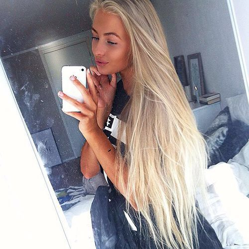 Image via We Heart It #blonde #happy #norwegian #outfit #tan #karinalundmo #selfie